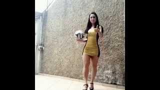 Download Chica con Tacos domina el balon de manera Increible Video