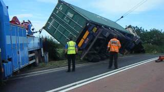 Download 44ton Scania R470 artic pulled back onto its wheels after turning over Video