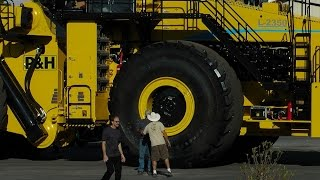 Download Facts on the worlds largest wheel loader Video