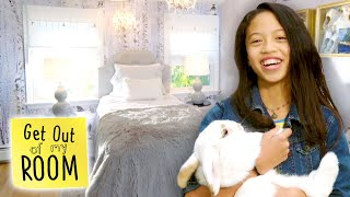 Download Sister Gets Winter Wonderland Room Makeover ❄ | Get Out Of My Room | Universal Kids Video