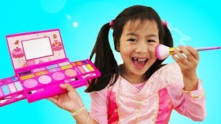 Download Jannie & Wendy Pretend Play Princess Party Dress up & Kids Make Up Toys Video