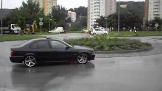 Download BMW drift na rondzie Video