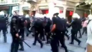 Download Fenerlilerin Polisi Salak Yerine Koyması 14 Ağustos 2011 Taksim Video