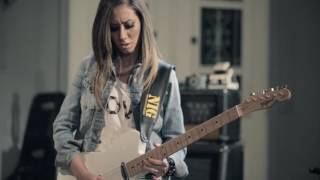 Download MOVING ON - Lari Basilio - The Sound Of My Room - Live Video