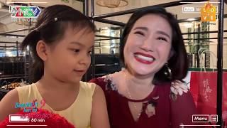 Download Cát Tường xúc động với em bé 7 tuổi theo bố đi hẹn hò vừa gặp cô giáo hiền lành đã thèm gọi tiếng MẸ Video