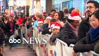 Download Black Friday Shoppers Get Their Spot in Line Early Video