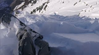 Download Snowboarder Caught in a Terrifying Avalanche ! Video