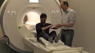 Download Tomás gets an MRI of his brain - توماس يجري تصوير الرنين المغناطيسي للدماغ Video