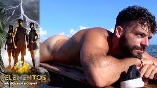 Download ¡Adrián nada desnudo en su balsa! | Reto 4 Elementos, segunda temporada Video