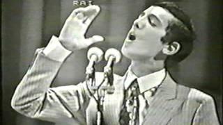 Download Antonio Buonomo - Guappetella . Live Festival di Napoli 1968 + Presentazione e Sigla finale Video