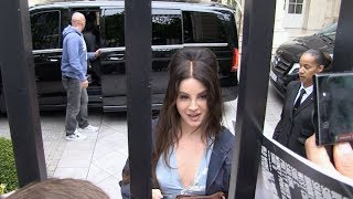 Download EXCLUSIVE : Lana Del Rey greeting fans at her hotel in Paris Video