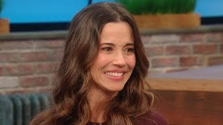 Download What's the Best Christmas Gift Linda Cardellini's Ever Received? Video