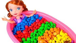 Download 🔤 PRINCESA SOFÍA 🔤 Baño de M&M's Sorpresa Frozen, Buscando a Dory, Zootopia...   Aprender Jugando Video