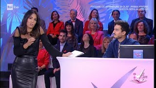 Download Caterina Balivo in gonna di pelle nera (with leather black skirt) Video