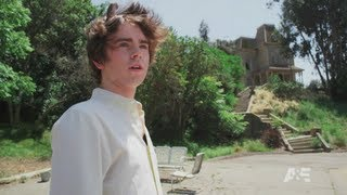 Download Freddie Highmore visits Psycho house, Bates Motel at Universal Studios Hollywood for SDCC 2013 Video