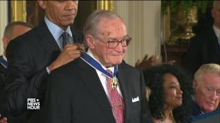 Download 'I am the president, he is the Boss': Obama pays tribute to, jokes with Medal of Freedom recipients Video
