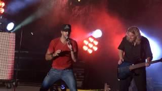 Download Luke Bryan - Ice Ice Baby & I Like Big Butts Video