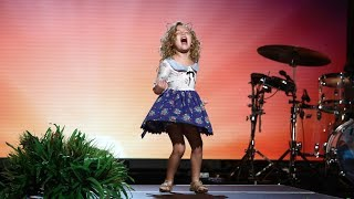 Download 5-Year-Old 'Moana' Fan Sings Her Heart Out Video