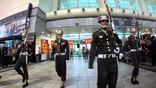Download 海軍陸戰隊儀隊左營高鐵站快閃演出 Video