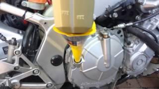 Download Oil change CBR600F2 92 Video