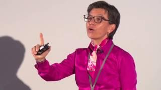 Download La visión de una generación para transformar a Colombia | Claudia López | TEDxUExternado Video