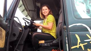 Download WOMAN DRIVE A TRUCK ! SEE WHAT SHE DID ?! #1 Video
