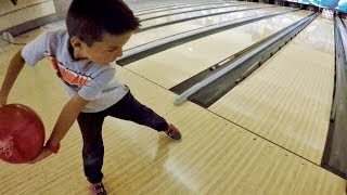 Download 🏆 4-YEAR-OLD KID BEATS HIS WHOLE FAMILY IN BOWLING 🎳 Video