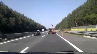Download Extrem betrunkener Traktorfahrer auf der A2 Video
