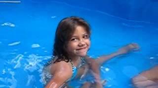 Download Crianças na piscina Video