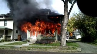 Download Newark Ohio Fire Department 128 Fairfield Avenue working house fire Incident Command Video