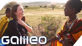 Download Schultausch extrem: Vom High-Tech Gymnasium in die Massai-Mädchenschule | Galileo | ProSieben Video