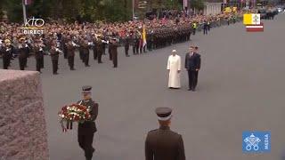 Download Dépot de fleurs et cérémonie au Monument de la Liberté à Riga Video