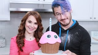 Download FIVE NIGHTS AT FREDDYS GIANT CHICA'S CUPCAKE ft Markiplier - NERDY NUMMIES Video