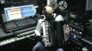 Download Vlada Panovic (accordion jazz) - It don't mean a thing Video