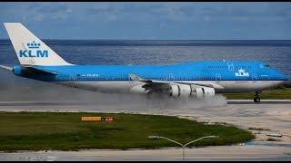 Download Wet runway! KLM Boeing 747-400 awesome waterspray landing [HD] Video