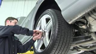 Download How to Replace the Rear Air Strut on the W221 S-Class Video