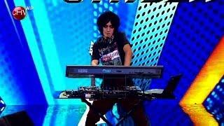 Download Dj Tédiz subió al escenario a mostrar su pasión por la música electrónica - TALENTO CHILENO 2014 Video