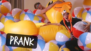 Download SURPRISING MY ROOMMATE WITH INFLATABLE ROOM! Video