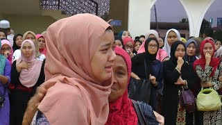 Download Loved ones pay final respects to Lombok earthquake victim Video