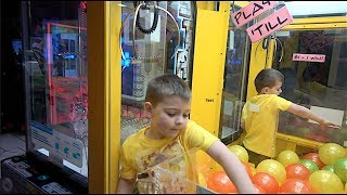 Download KID CLIMBS INTO CLAW MACHINE!!!! Video