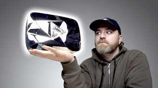 Download Unboxing The Diamond Play Button... Video