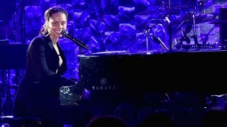 Download Alicia Keys - Jay Z Tribute (Full) Video