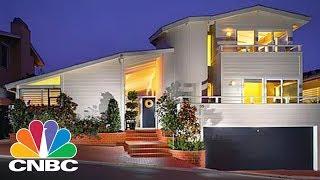 Download Inside Warren Buffet's $11M Laguna Beach House | Power Lunch | CNBC Video