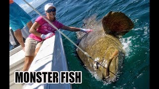Download 12 yr old Girl Catches GIANT FISH with a ROPE - WORLD RECORD? Video