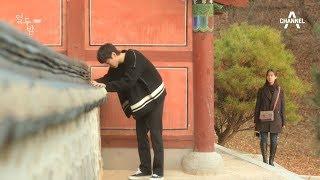 Download 아픈 무릎 때문에 약을 먹는 신현수! 이 모습을 목격한 한승연! l 열두밤 10회 열 번째 밤 Video