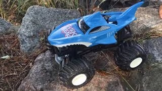 Download Monster Trucks. Сars for kids. Hot Wheels BIG OFF ROAD Shark Wreak and Dragon. Монстр Траки детям Video