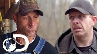 Download 3 Moonshiners Nearly Caught! | Moonshiners Video
