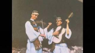 Download Fratii Petreus - Pe ulita mandrii-n sus Video