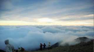 Download TrampingPH | Time-Lapse Sea of Clouds Formation on Mt. Pulag Video