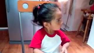 Download SORPRENDENTE NIÑA QUE CANTA TIROLESA Video